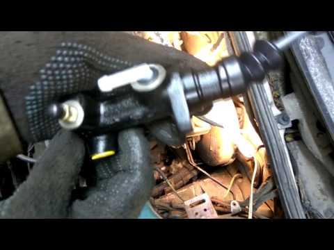Меняем главный и рабочий цилиндры сцепления на авто VW Passat b3