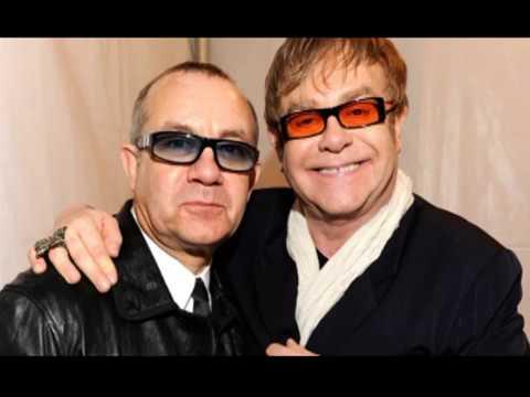 Elton John at 70 - An era by era retrospective - Pop Talk & Aliens #20