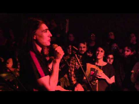 Kathleen Hanna - Girls To The Front