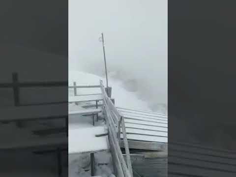 In Marmolada il risveglio � tra la neve