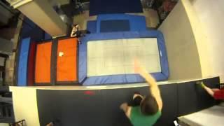 видео трюки на батуте