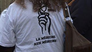 Les blouses blanches en grève contre la loi santé