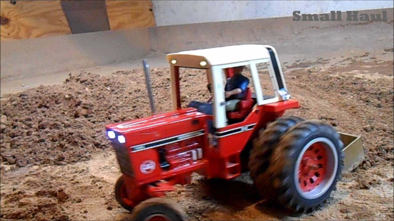 Tractor With Radio : Ih radio controlled die cast tractor with benedini