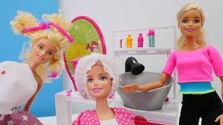 Spielspaß mit Puppen - Barbie nimmt Evi mit zur Arbeit