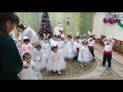 Елка. Детсад 149. Зайчики танцуют
