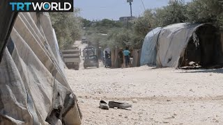 The War in Syria: Displaced people flee Idlib as regime advances