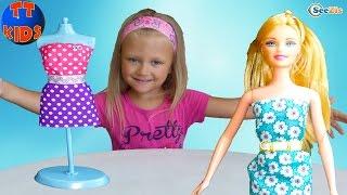 Ярослава открывает набор игрушек – Ателье для Кукол. Игрушки для детей | Видео для девочек