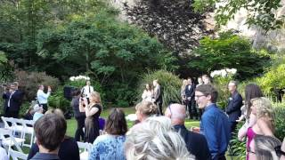 Musical flash mob surprises bride and groom