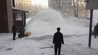 Вот, как надо чистить от снега дворы