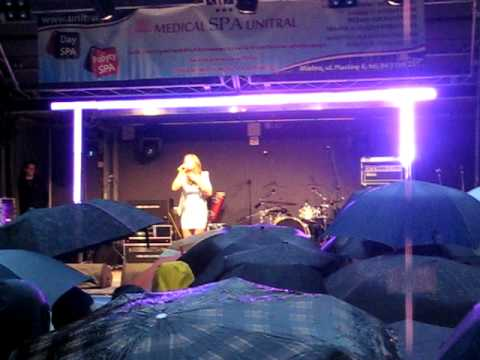 KINGA SZANIAWSKA. Karaoke Mielno 2011. Dłoń N. Kukulska