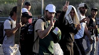 السوريون يعودون إلى بلدة تل أبيض بعد إخراج تنظيم داعش منها   23-6-2015