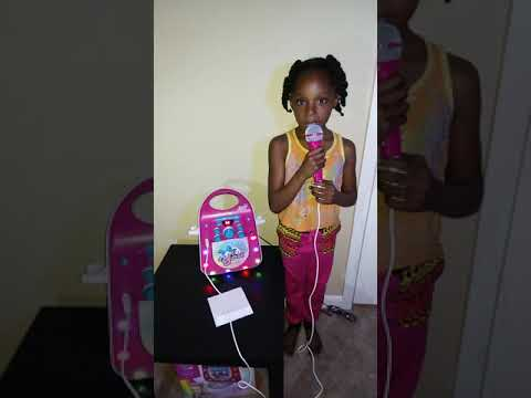 JoJo siwa karaoke machine boomerang FUN FUN REVIEW!!!!!