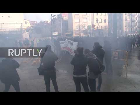 Spain: Anti-fascist protesters clash with police in Girona