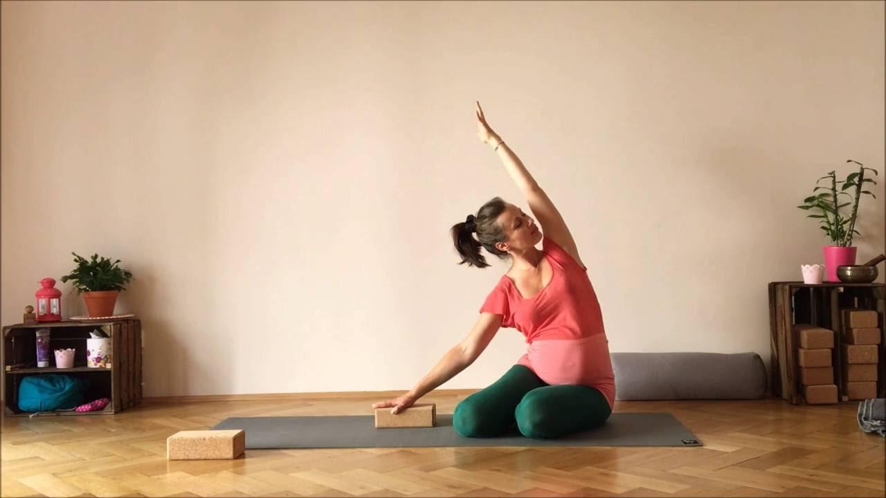 Yoga gegen Rückenschmerzen mit Katja Bienzeisler // YOGAJA..