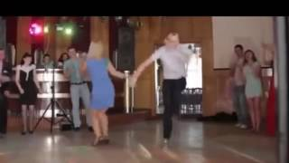 Танец дружки и друга на свадьбе