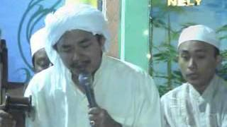 Repeat youtube video KHR. Muhammad Kholil As'ad, Solawat Bersama
