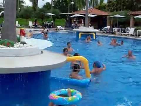 Centro eje cafetero vacacional policia nacional de for Cerramiento para piscinas colombia