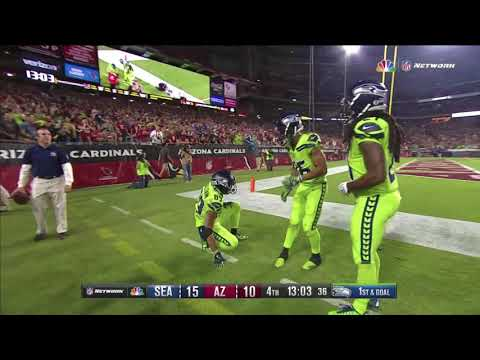 Russell Wilson INSANE PLAY THROWS CRAZY PASS to Doug Baldwin: Seahawks vs Cardinals Week 10