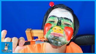 얼굴에 그림을 그리면 피부 좋아진다! 신기한 분장 물감 팩 ♡ 얼굴팩 웃긴 얼굴 찾기 Coloring Paints Pack Makeup | 말이야와친구들 MariAndFriends