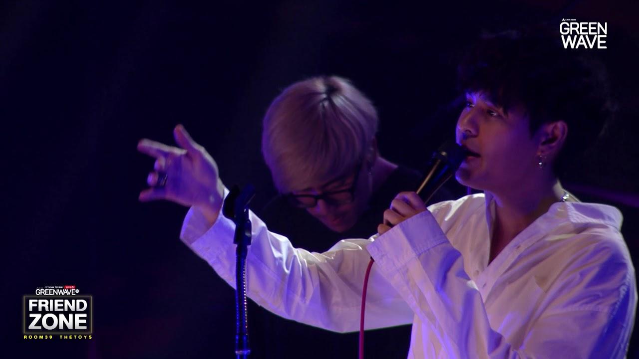 "Photo of เนื้อเพลง เพื่อน สนิท – เพื่อนสนิท – Cover Night Live ""Friend Zone"" Room39 x The Toys [ Official ]"