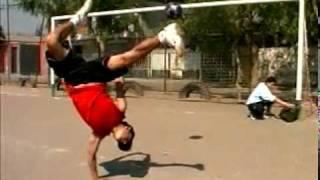 神業ブレイクダンス-ブレイクダンスとサッカーをアレンジ thumbnail