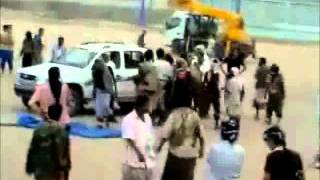 Repeat youtube video Public Execution of Anti-Saleh Fighter- Yemen