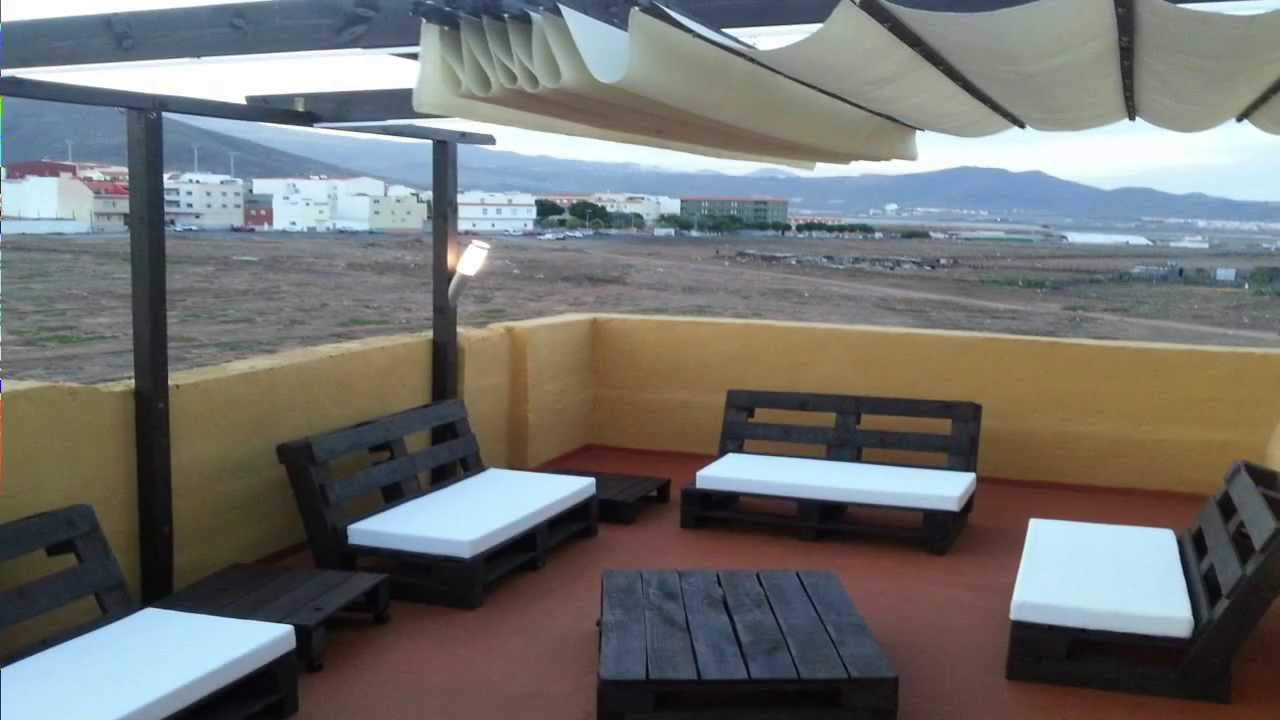 Chill out hecho con palets youtube for Sofa de palets exterior