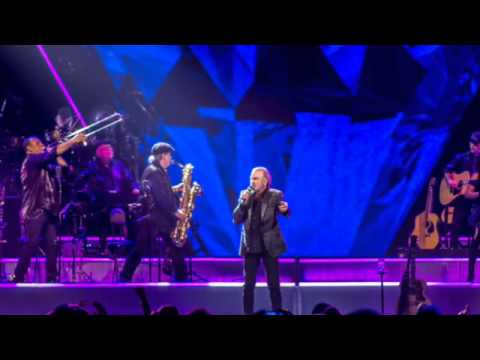 Concert Recap: Neil Diamond at BMO Harris Bradley Center