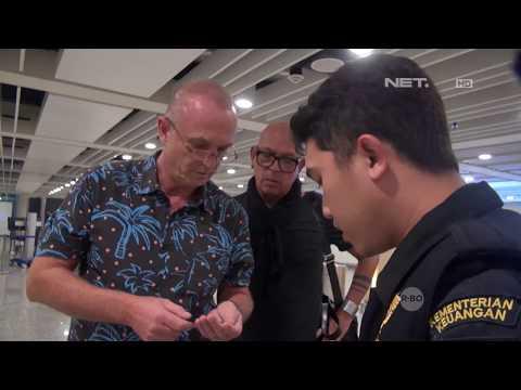 WNA Ini Membawa Banyak Sekali Gelang Karet Untuk Festival - Customs Protection