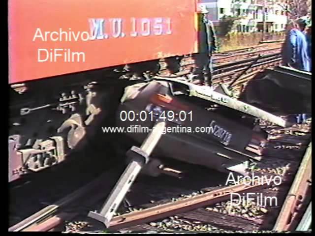 Tren de Ferrocarriles Argentinos enviste a un automovil 1984
