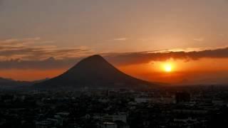 飯野山の日の出をタイムラプスで撮影しました。