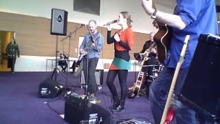 """blueberry nights band"" speelt Slow down van Margriet Eshuijs"