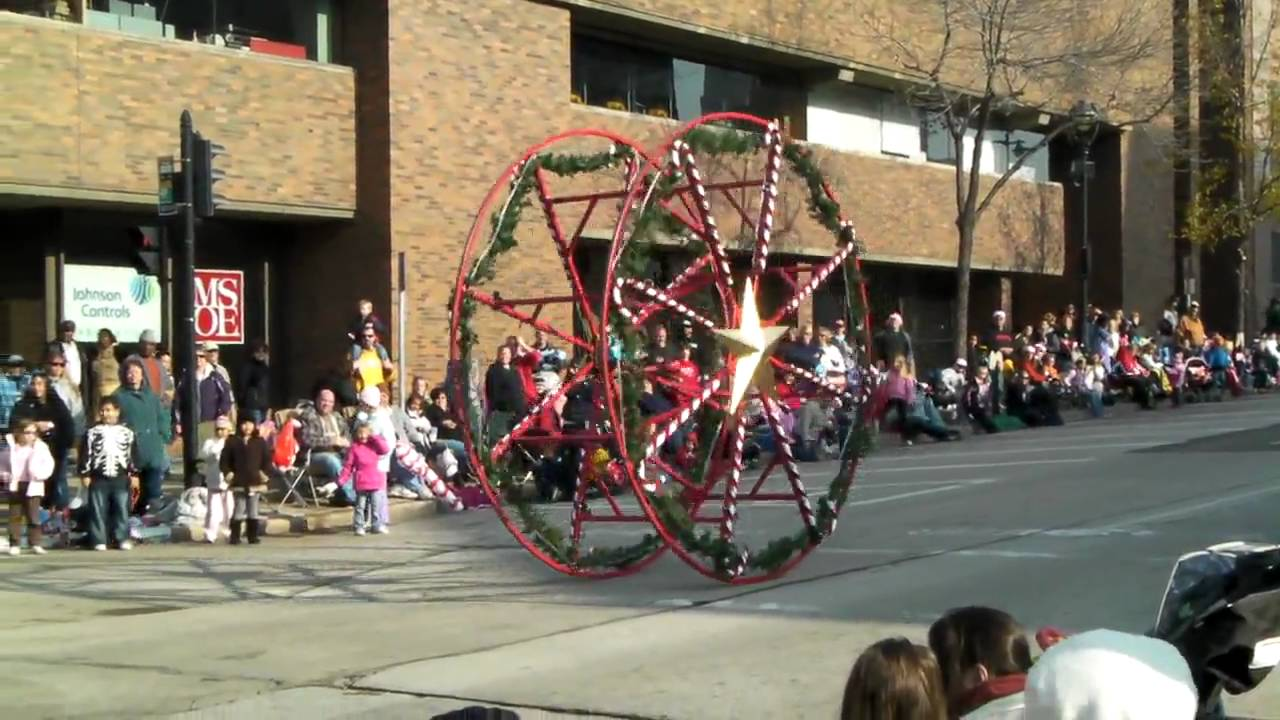 Milwaukee Christmas Parade.Elf In A Big Wheel In Milwaukee Christmas Parade