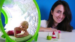 Barbie ile oyunlar. Sevcan'ın SPA Salonu. Barbie solaryumda.