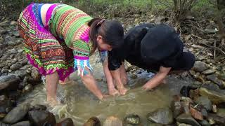 Survival Skills - Unique Fishing In Carp Pits With Bark | Pr...
