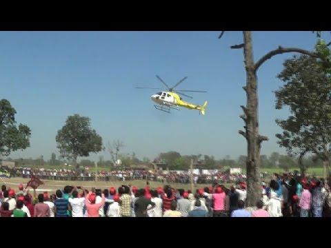 निषाद पार्टी डॉ संजय निषाद हेलीकाप्टर के साथ उतरे - Dr  sanjay nishad landing with helicoptor