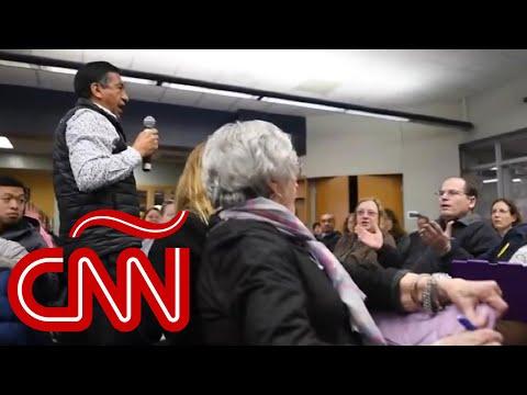 """""""¿Por Qué No Te Quedaste En México?"""": Reunión De Padres, Interrumpida Por Comentario Racista"""