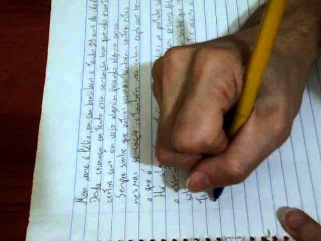 ASMR - Writting in Portuguese, then erasing it.