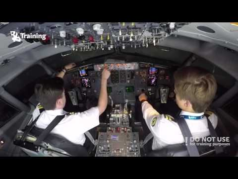 CPL modular training program students try to operate B737