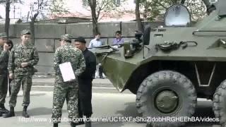 БТР розчавил машину, нереальное видео, Донецк, Луганск, война, сеператисты