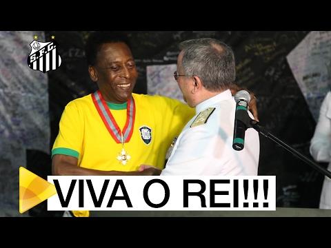 Pelé é homenageado pela Marinha