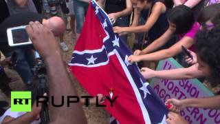 USA: Confederate flag rally met by counter-protesters burning flag