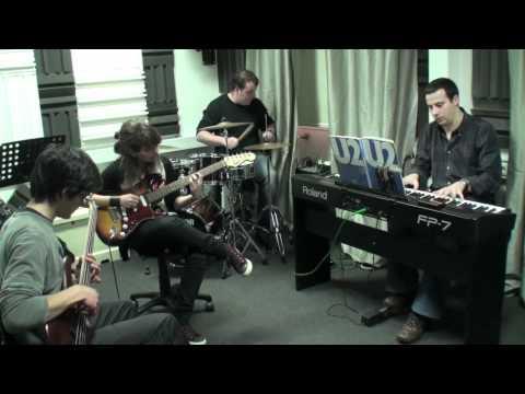 "Sofia Chaves guitarra ""Sunday Bloody Sunday"" U2 pr..."