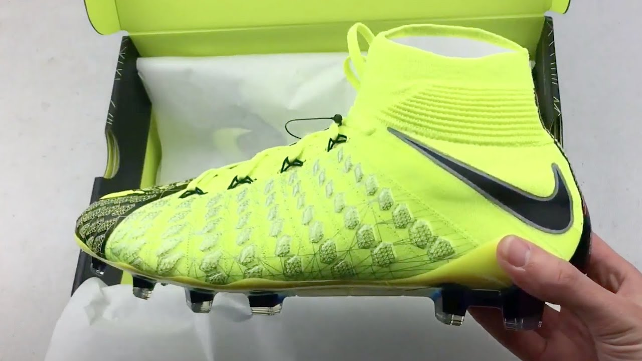 super popular be9c4 144c8 Unboxing Limited Edition Nike x EA Sports Hypervenom Boots
