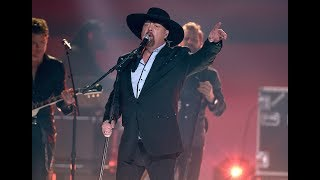 Eddie Montgomery Shocks CMA Awards By Returning to Stage in Surprise Tribute to Troy Gentry