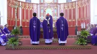 Xông hương lễ vật và bàn thờ