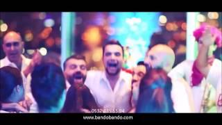 Gambar cover Muhteşem bir düğün eğlencesi - Bando & Bando