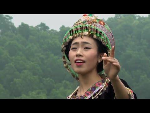 Hmoob Nyab Laj Teb - Xeeb Yus Pem Roob Từ Trên Đỉnh Núi  《从山顶上》 苗族民歌