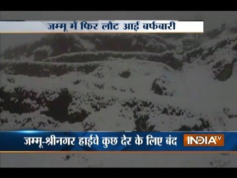 Heavy Snowfall Forces Closure of Srinagar-Jammu Highway