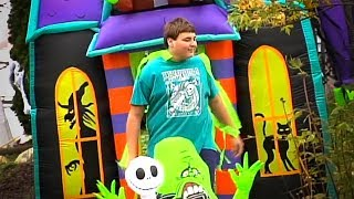 Teen collects hundreds of Halloween yard inflatables